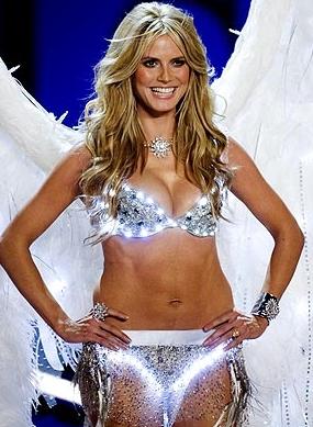 Heidi Klum als Engel im Einsatz
