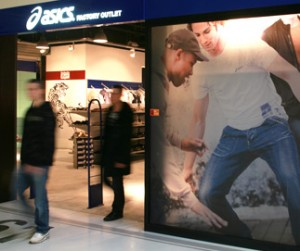 Asics Outlet in Corbeil Essonnes
